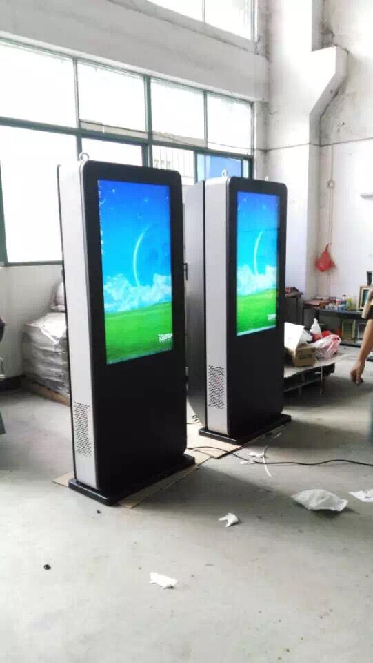 47 Inch Free Standing Outdoor Digital Signage Display For Supermarket , Brightness 2000 nit