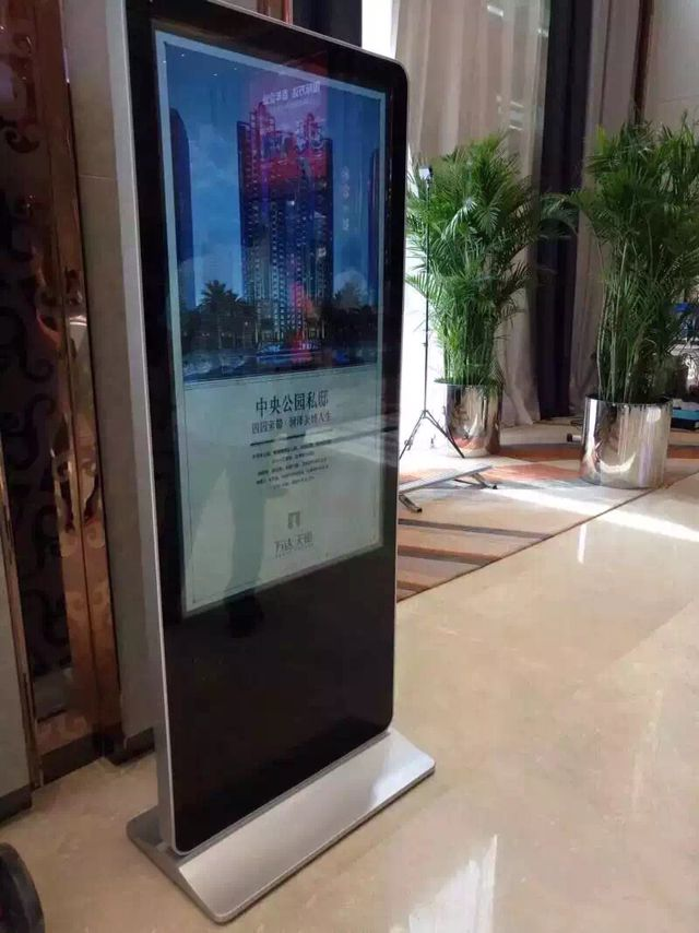 HD Touch Screen Digital Signage Screen , Digital Signage Outdoor Windows OS